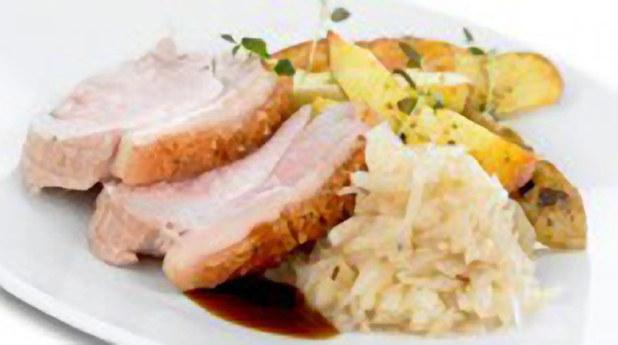 Svinesteik, med poteter ,grønnsaker og surkål